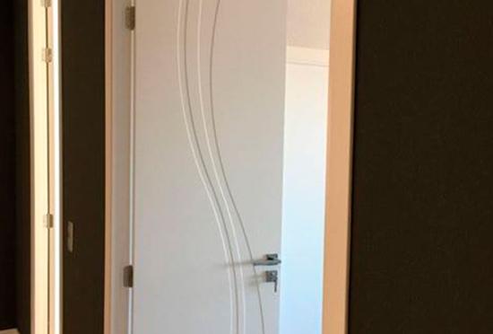 Puertas Pucho te presenta su último trabajo: puertas pantógrafas lacadas en blanco