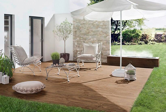 La madera uno de los materiales más populares para el suelo de la terraza