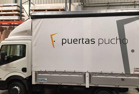 Puertas Pucho estrena nuevo camión con logo